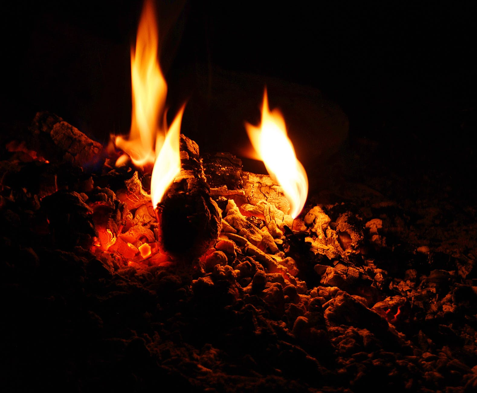 bonfire burnt campfire fire